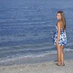 Teen girl on beach at dusk — Stock Photo