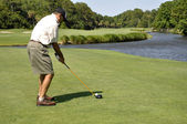 Man golfing on Hilton Head Island — Stockfoto
