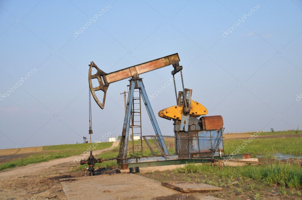 Oil, oil extracting unit, grass, green, blue, yellow, sky, metal, oil, black gold — Stock Photo #3076770