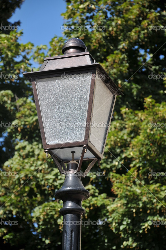 Lantern on the old facade — Stock Photo #3685394