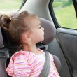 Child Looking Out Car Window — Stok fotoğraf