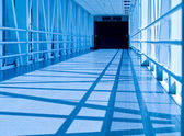 Covered Skywalk Tunnel in a Cold Bluetone — Stock Photo