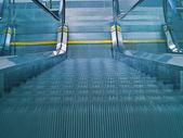 Flygplatsen rulltrappa — Stockfoto