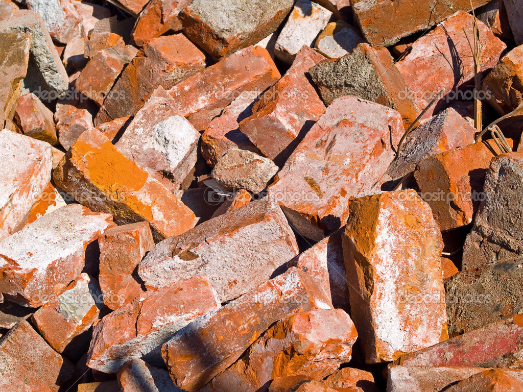 Pile of demolished brick wall and concrete debris — Stock Photo #2966431