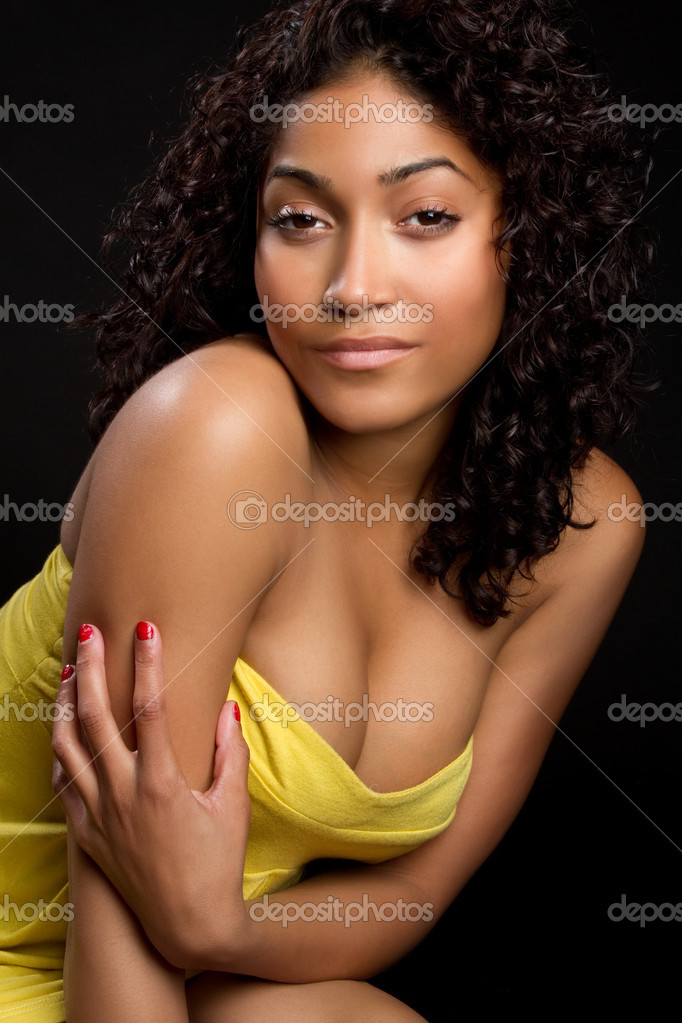 Pretty black woman in yellow dress — Stock Photo #3166768