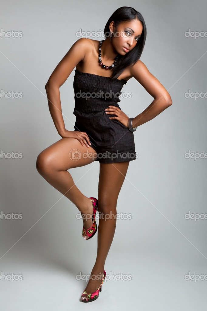 Beautiful african american fashion model — Stock Photo #3574029