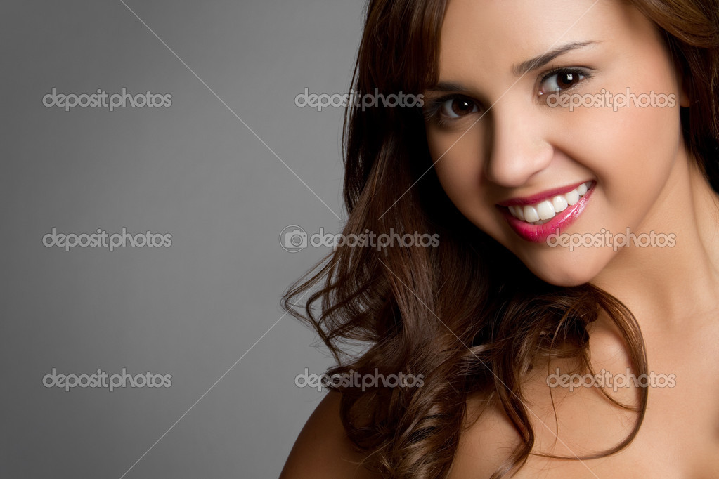 Beautiful young hispanic girl smiling — Stock Photo #3702618