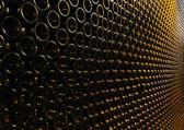 Sacco di bottiglie di vino accatastati — Foto Stock