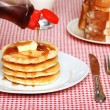 Maple Syrup being poured on a stack of pancakes — 图库照片