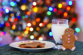 Gingerbread men cookies and milk for santa — Stock Photo