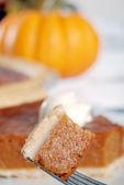 Kürbis-Kuchen auf einer Gabel — Stockfoto
