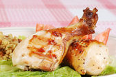 Closeup grilled chicken drumsticks — Stock Photo