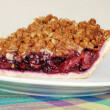 Side view mixed fruit crumble pie — Stock Photo