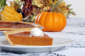 Pumpkin pie and whip cream — Stock Photo