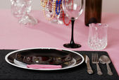 Pink and black table setting — Stock Photo