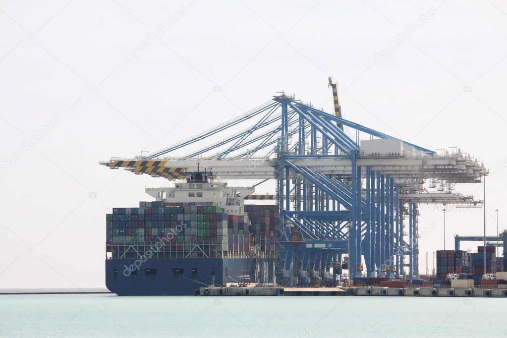 Malta freeport showing stacked containers ready for transportation — Stock Photo #2968201