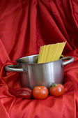 Red and spaghetti — Stock Photo