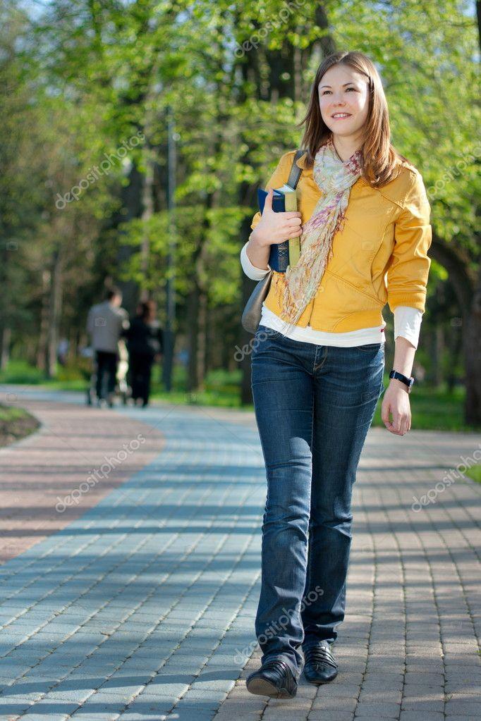 mujer-caminando – Mahatma