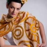 młoda kobieta w modne ubrania — Zdjęcie stockowe #2808705