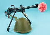 Machinegun And Flowers — Stock Photo