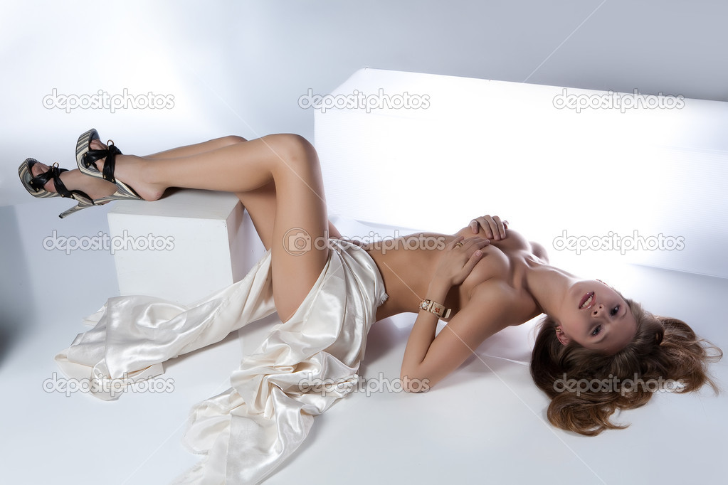 Young nude woman with accessories and fabrics — Stock Photo #2981595