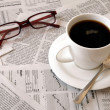Coffee over newspaper - Foto Stock