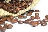 コーヒー豆と黄麻布の袋 — ストック写真