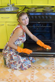 The woman washes an oven — Stock Photo