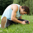 Young man exercising in park - Lizenzfreies Foto