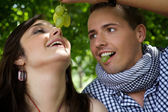 Boyfriend feeding girlfriend — Stock Photo