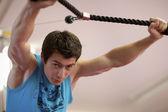 человек вес подготовки в тренажерном зале — Стоковое фото