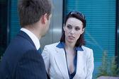 Affärsman och kvinna i samtal — Stockfoto