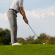 Young man playing golf — Foto de Stock
