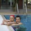 Couple in swimming pool - Lizenzfreies Foto