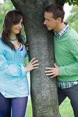 Young couple by tree — Stock Photo