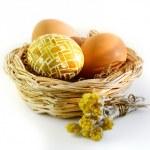 Easter eggs, flowers, basket — Stock Photo