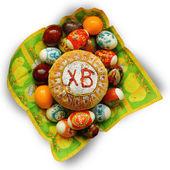 Oeufs et gâteau de Pâques Pâques. — Photo
