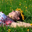 Beautiful girl lying down of grass — Stockfoto