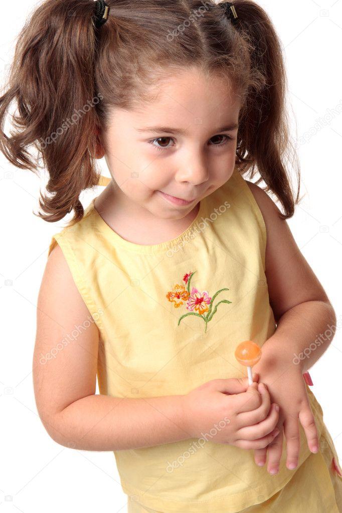 Стеснительная девочка на фото 7 фотография