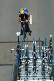 Un ciclista rasing — Foto de Stock