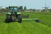 Coupe herbe par une machine — Photo