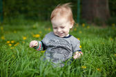 Little boy playing in grass — Stock Photo