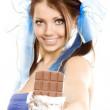 Pigtails meisje stel voor chocolade — Stockfoto