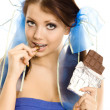 Pigtails meisje met staaf-van-chocolade geïsoleerd — Stockfoto