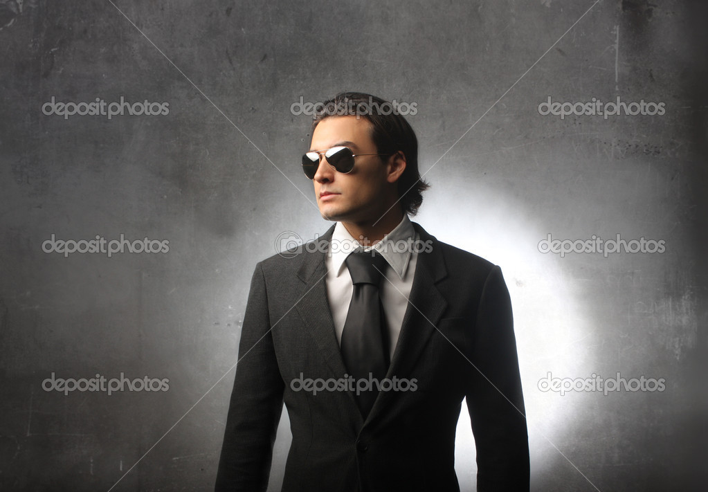 Businessman wearing sunglasses — Stock Photo #3121774