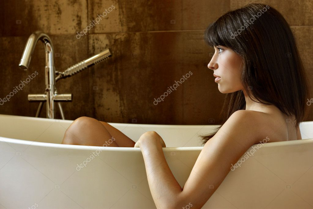 Beautiful girl in a bathtub — Stock Photo #3231942