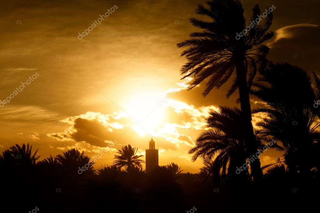 Minaret of a mosque at sunset with moody orange sky and dark palms. Concept of islam, prayer, religion and faith. — Stock Photo #3312846
