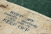 Warning Sign On An Unsafe Dock — Stock Photo