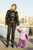Mujer con niño — Foto de Stock