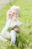Little girl with cherries — Stock Photo